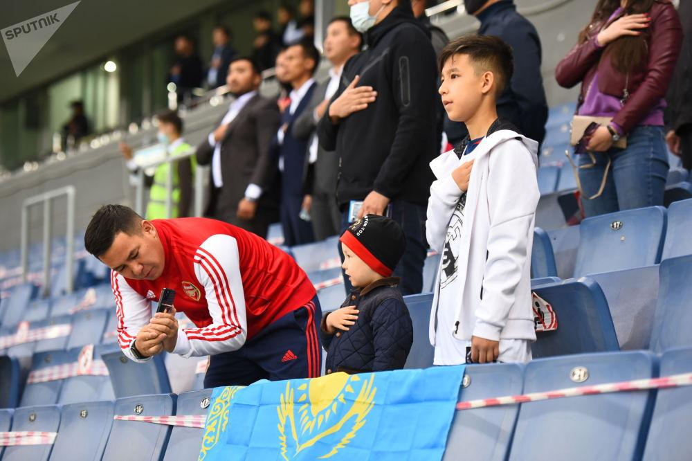 Болельщики сборной Казахстана на стадионе