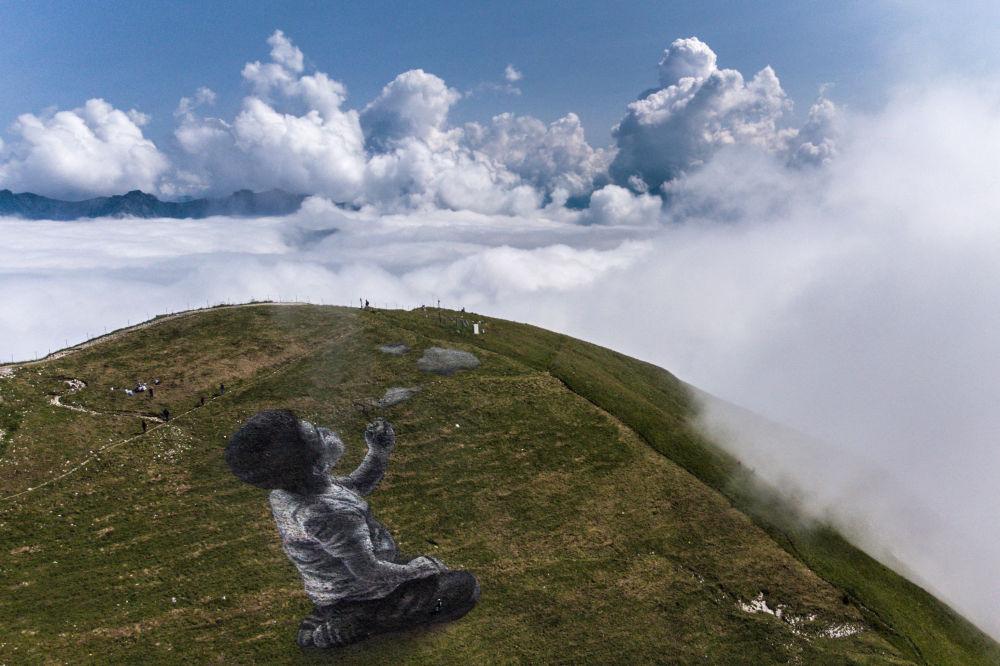 Картина французского 32-летнего художника Сайпа Un nouveau souffle площадью 1500 квадратных метров