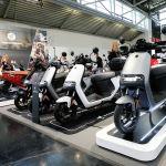 Segway-Ninebot е-Roller E125S электрических скутеров на дисплее во время Мюнхенской Auto Show , IAA Mobility 2021, в Мюнхене , Германия, 7 сентября 2021 г. REUTERS / Michaela Rehle