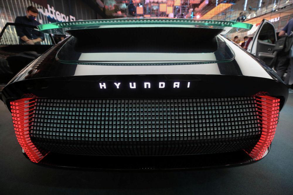 Концепт-кар Hyundai Ioniq 6 показан во время презентации перед Мюнхенским автосалоном IAA Mobility 2021 в Мюнхене, Германия, 6 сентября 2021 года. REUTERS / Wolfgang Rattay