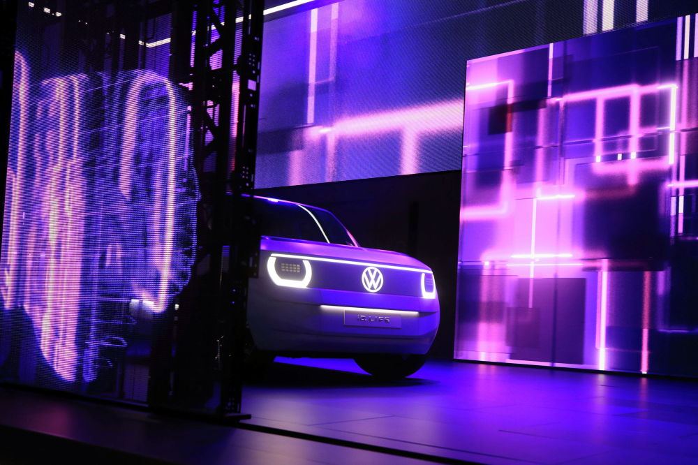 Volkswagen ID. Автомобиль Life представлен во время презентации перед Мюнхенским автосалоном IAA Mobility 2021 в Мюнхене, Германия, 6 сентября 2021 года. REUTERS / Wolfgang Rattay