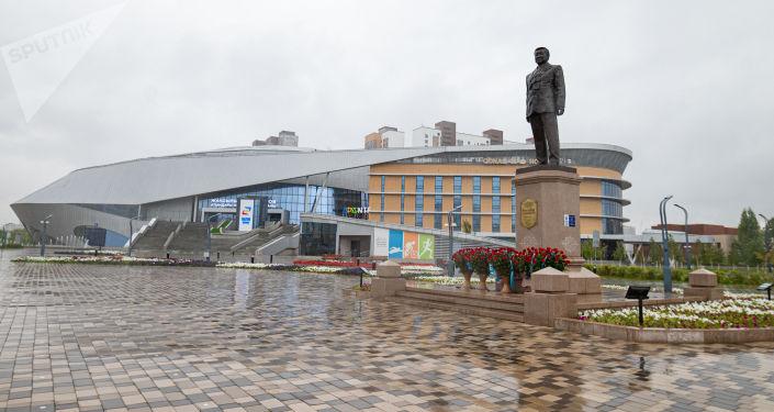 Памятник Жаксылыку Ушкемпирову в Нур-Султане