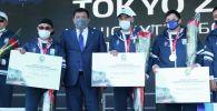В Атырау спортсменам, вернувшимся с победой с Олимпиады в Токио, вручили квартиры и автомобили