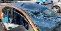 Машина каршеринга несколько раз перевернулась, ударилась о столб, сорвала провода и упала в арык по улице Аль-Фараби