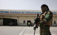 Боевик Талибана* стоит на посту близ аэропорта Кабула