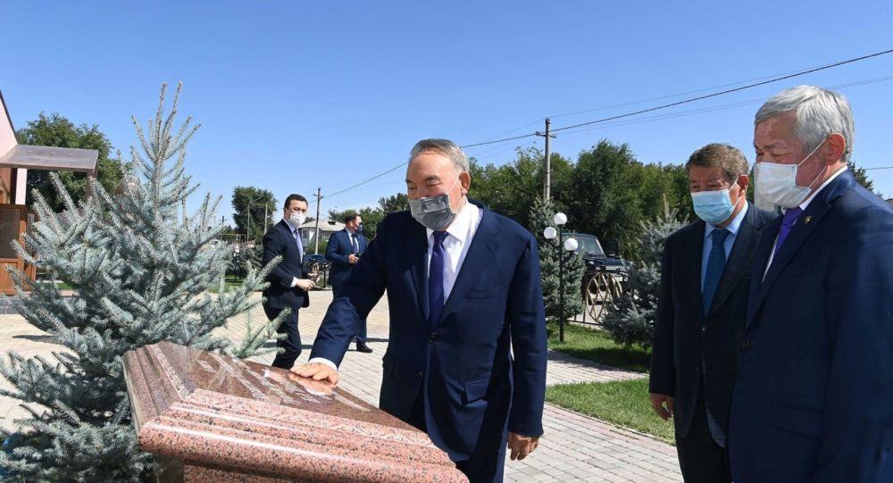 Нурсултан Назарбаев посетил социально-культурные объекты в Жамбылской области