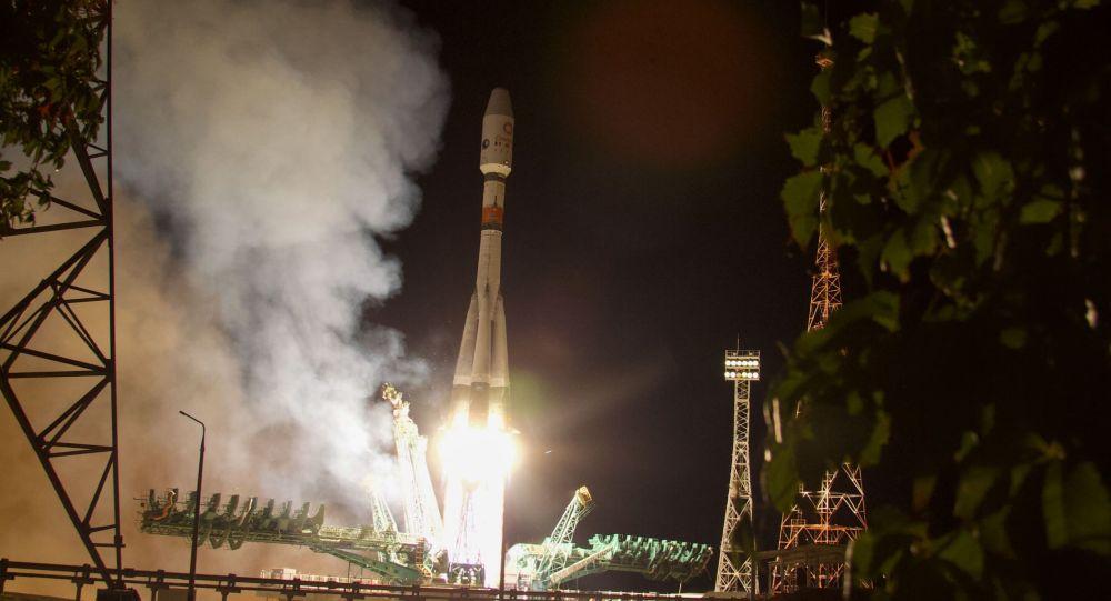 Старт ракеты-носителя Союз-2.1б с Байконура
