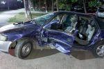 Автомобиль занесло на мокром асфальте