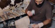 Историк из Азербайджана делает реплики орудий труда эпохи неолита
