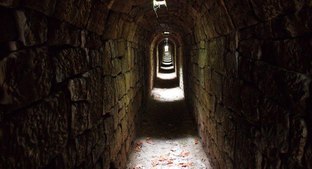 Старинный туннель, иллюстративное фото