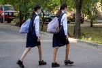 Казахстанские школьницы