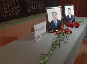 Алматыдағы атыс кезінде көз жүмған полицейлер Дархан Сүлеев пен Нұрбол Байғазиев