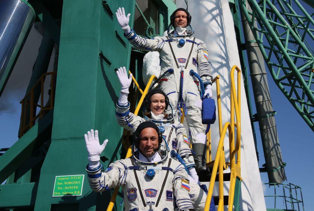 Юлия Пересильд и Клим Шипенко отправляются на МКС для съемок художественного фильма Вызов, они проведут на станции 12 дней.