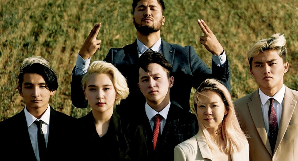 Участники казахстанского ТикТок-дома YOLO House