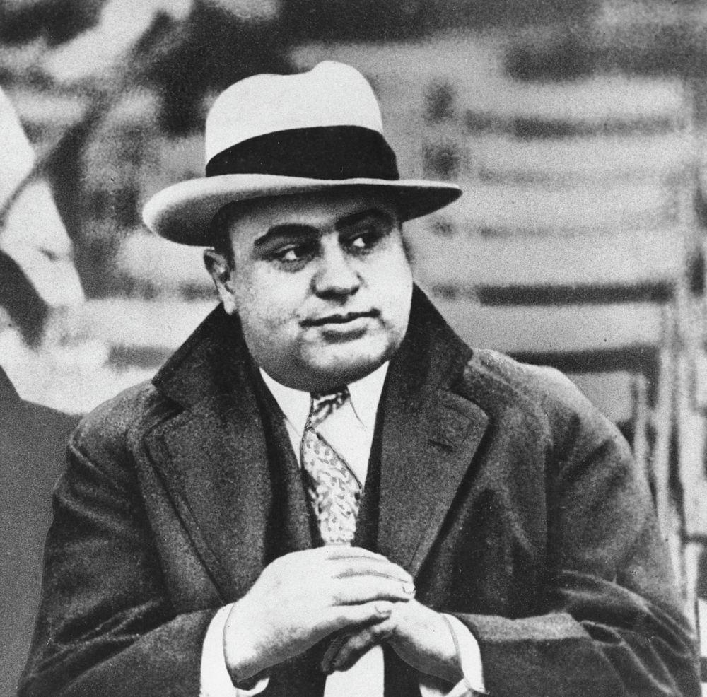 Чикагский гангестер Аль Капоне на футбольном матче в Чикаго, архивное фото