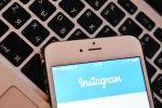 Страница социальной сети Instagram на экране смартфона