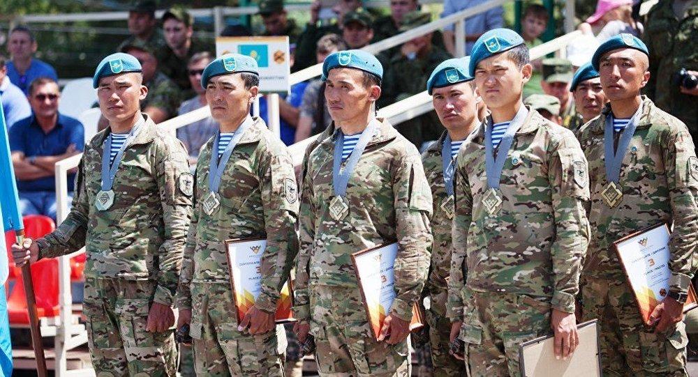 Казахстанские военнослужащие на АРМИ