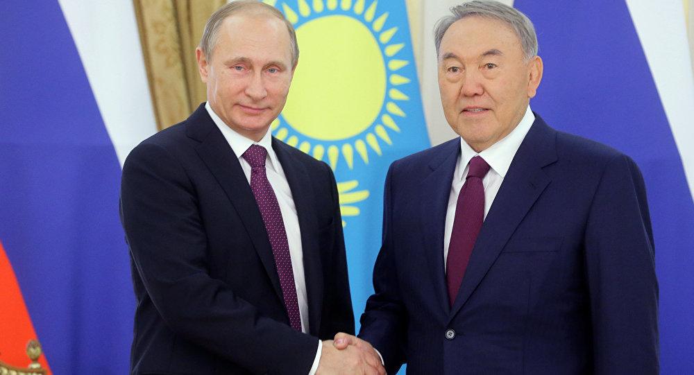 Президенты России и Казахстана Владимир Путин и Нурсултан Назарбаев. Архивное фото