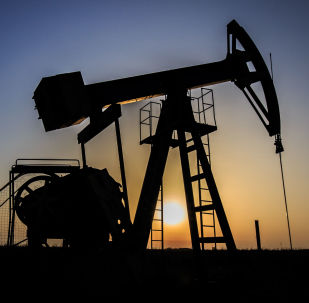 Архивное фото нефтяной вышки