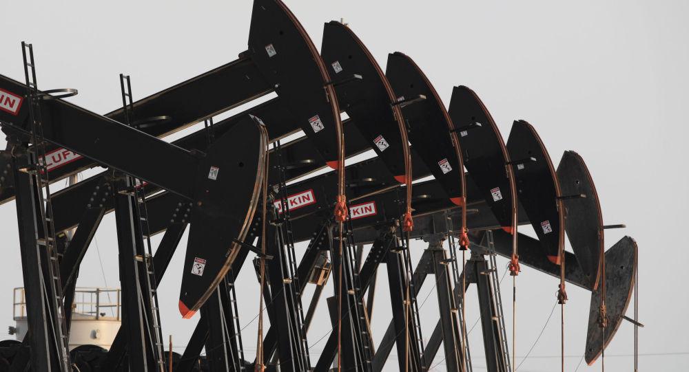 Бахрейндегі Парсы шығанағындағы мұнай мұнаралары