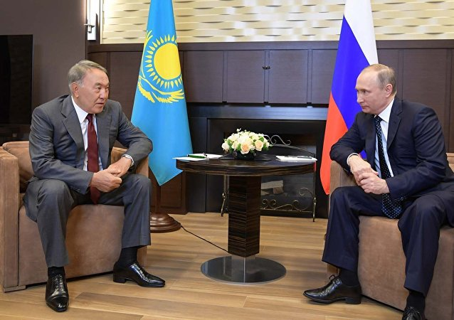 Архивное фото Нурсултана Назарбаева и Владимира Путина
