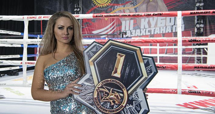 Девушка на 3-м Кубке Казахстана по ММА