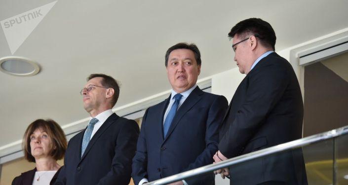 Премьер-министр Казахстана Аскар Мамин присутствует на матче сборных Словении и Казахстана