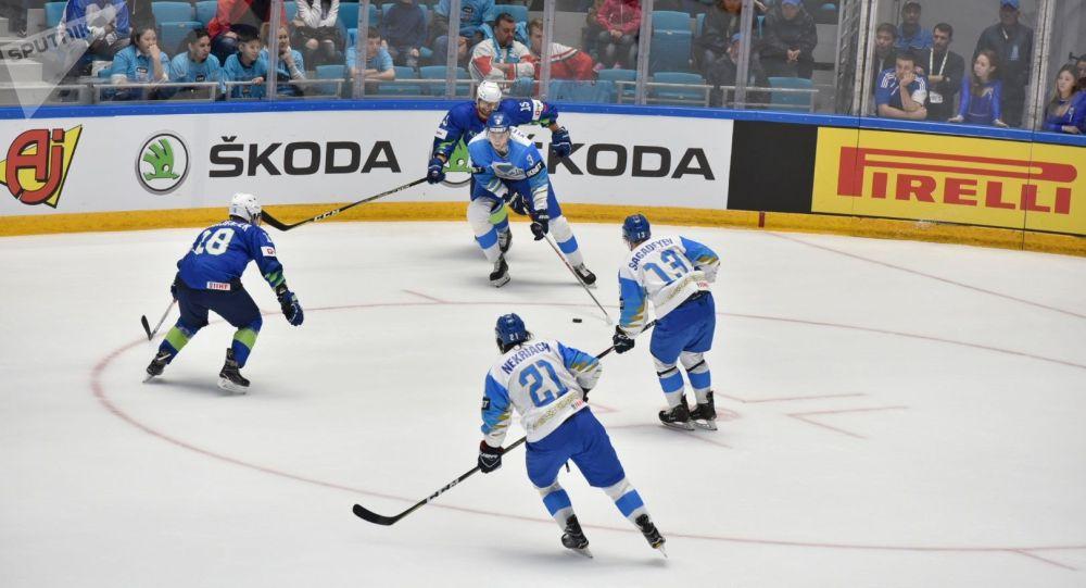 Матч сборных Словении и Казахстана на чемпионате мира по хоккею первого дивизиона
