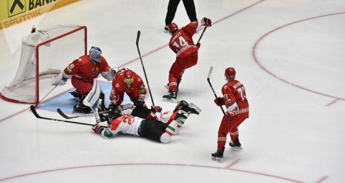 Матч сборных Беларуси и Венгрии на чемпионате мира по хоккею первого дивизиона