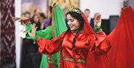 Участница танцевальной группы НУР