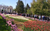 Люди в Алматы, архивное фото
