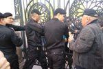 Люди вышли на митинг в Алматы