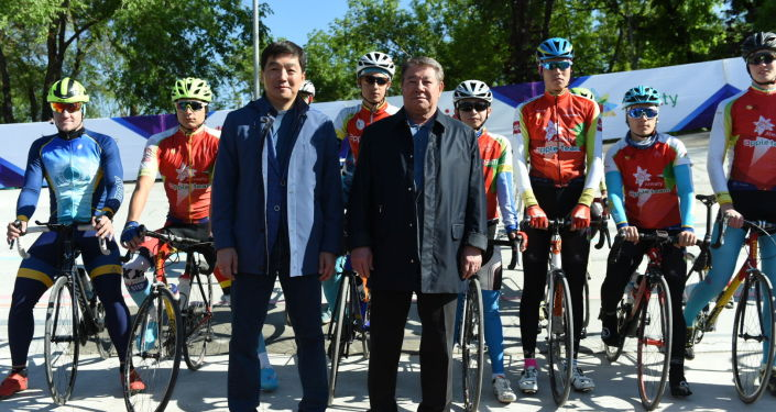 Для Алматы мы выделили деньги на восстановление этого велотрека. Поэтому катайтесь, радуйтесь и достигайте хороших результатов, - заявил Есимов.