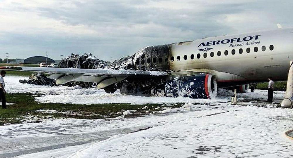 Самолет Sukhoi Superjet 100 компании Аэрофлот в аэропорту Шереметьево