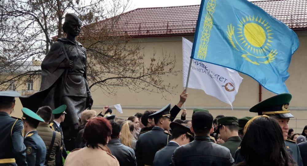 Санкт-Петербургте Әлия Молдағұловаға ескерткіш ашылды
