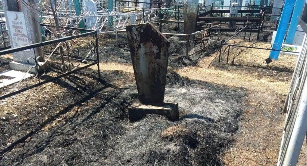 На кладбище в Петропавловске произошел пожар