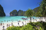 Туристы на пляже в Таиланде