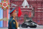 Ұлы Отан соғысындағы Жеңістің 74 жылдығына арналған әскери парадтағы Т-34-85 танкі