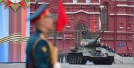 Танк Т-34-85 на военном параде, посвящённом 74-й годовщине Победы в Великой Отечественной войне