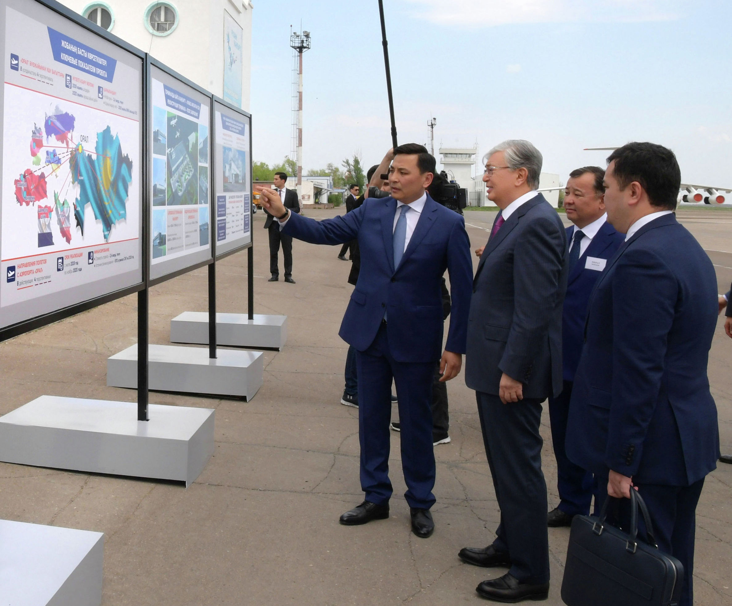 Президент Казахстана Касым-Жомарт Токаев ознакомился с проектом модернизации аэропорта Уральска