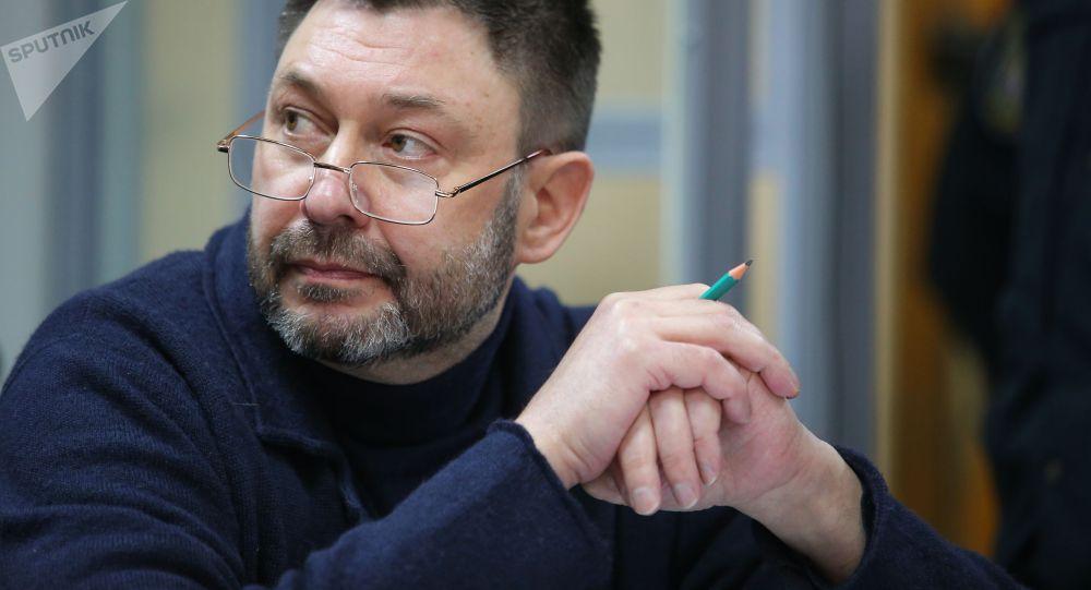 Руководитель портала РИА Новости Украина Кирилл Вышинский в Подольском районном суде Киева, где рассматривается обвинительный акт в его отношении