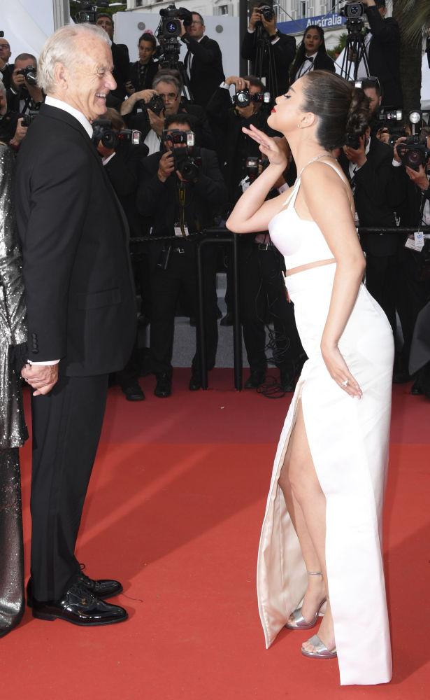 Певица и актриса Селена Гомес и актер Билл Мюррей.
