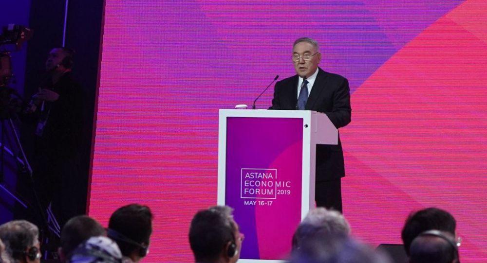 Нурсултан Назарбаев в зале пленарных заседаний АЭФ 2019