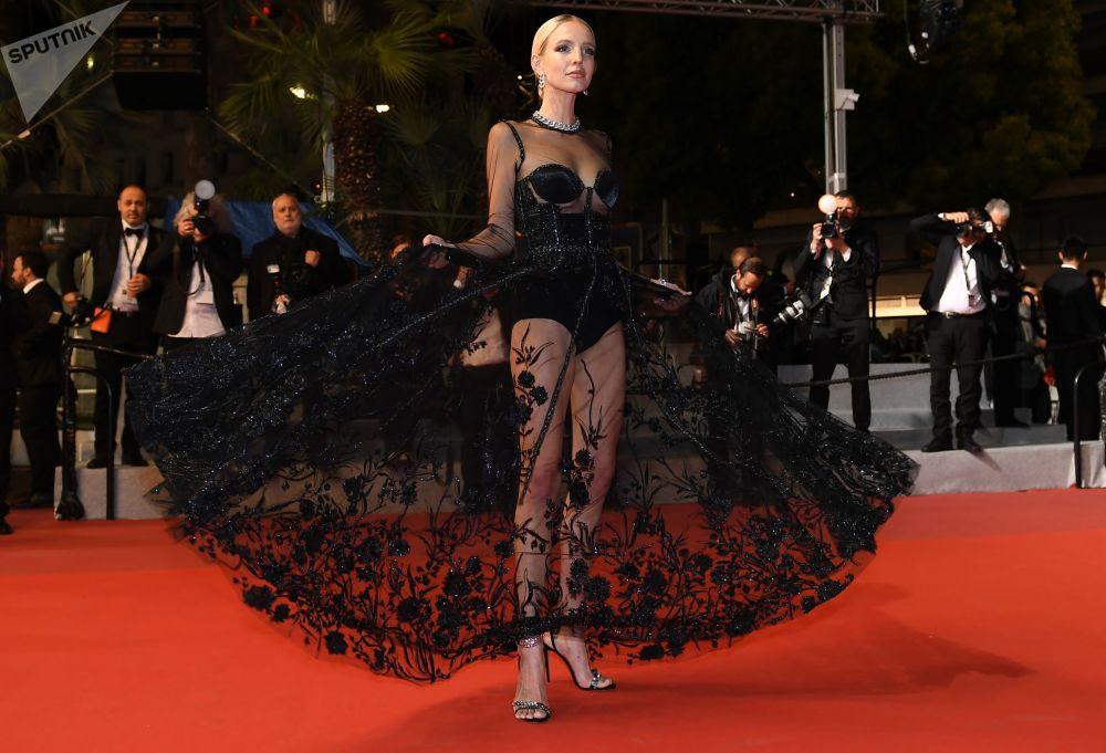 Блогер Леони Ханне на красной дорожке в рамках 72-го Каннского международного кинофестиваля