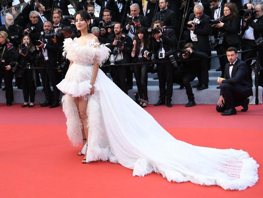 Актриса из Гонконга Синь Чжилэй на красной дорожке в рамках 72-го Каннского международного кинофестиваля