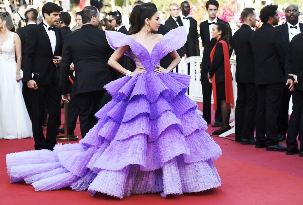 Модель Шририта Дженсен на красной дорожке 72-го Каннского международного кинофестиваля