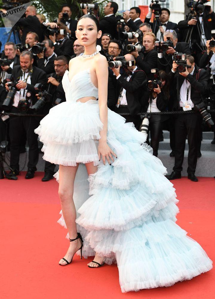 Китайская актриса Мин Си.