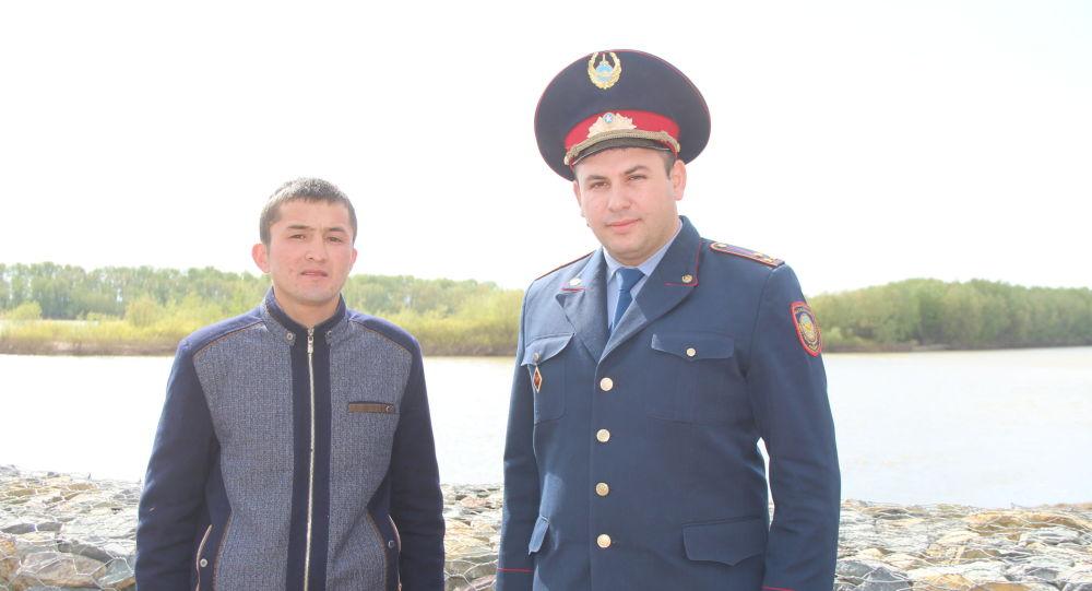 Слесарь горводоканала Ками Адильжан и участковый инспектор управления полиции города Экибастуза Тахир Косумов
