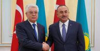 Министр иностранных дел Казахстана Бейбут Атамкулов (слева) и министр иностранных дел Турции Мевлют Чавушоглу
