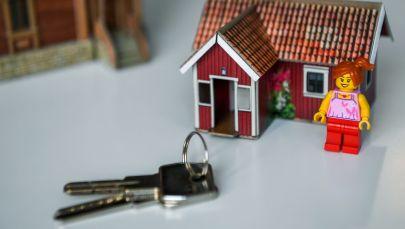 Ключи и макет дома